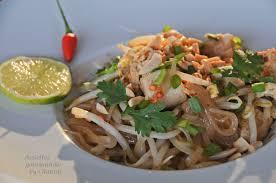 cuisine thailandaise traditionnelle recette de pad thaï nouilles de riz sautées au poulet cuisine thaïe