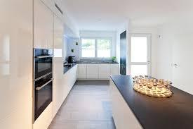 moderne hochglanz kueche weiss kochinsel neff 017 küchen