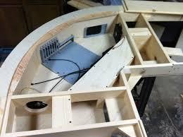 fabriquer un bureau en bois diy un magnifique bureau informatique monté sur vérins semageek