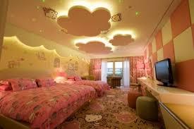 hello chambre design interieur deco plafond chambre enfant grand lit tabourets