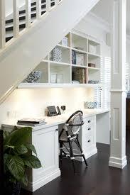 bureau pratique et design design interieur espace de stockage sous lescalier coin bureau