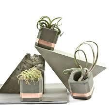 moderne deko für die wohnung machen beton trifft auf kupfer