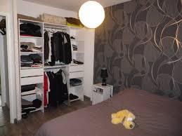 idee tapisserie chambre deco tapisserie chambre adulte tendance papier peint pour chambre