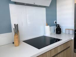 cuisine credence verre décoration cuisine aude 11 crédence verre blanc peintures