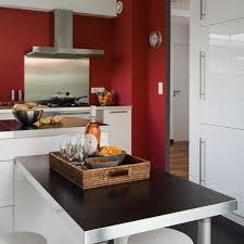 mur de cuisine cuisine mettre du pour une cuisine conviviale côté
