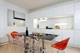 cuisine blanche ouverte sur salon cuisine blanche 30 photos pour mettre du blanc dans sa cuisine