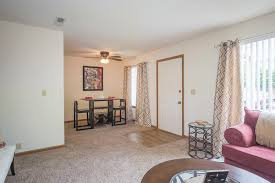 3 Bedroom Apartments Wichita Ks by Cross Creek Apartments For Rent In Wichita Kansas