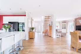 eingangsbereich wohnzimmer esszimmer und küche in einem