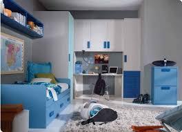 tapis chambre enfant garcon design interieur chambre enfant garcon lit armoire rangement