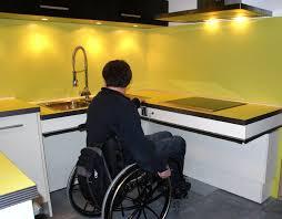 cuisine pour handicapé logement personnes agées cuisine adaptée aux seniors personnes