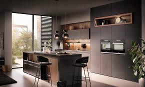 schwarze küche starker trend 2021 das haus