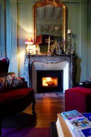 chambre d hote troyes la suite vincent larcher avec ses deux fenêtres ornées de vitraux