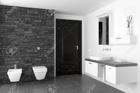 modernes badezimmer mit schwarzen steinmauer und weißen ausrüstung