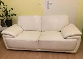 zwei sehr gepflegte sofas je 2 sitzer weiß kunstleder wohnzimmer
