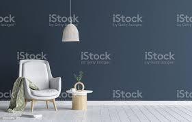 stuhl mit le und couchtisch im wohnzimmer interieur dunkle blaue wand mockup hintergrund stockfoto und mehr bilder bildkomposition und technik