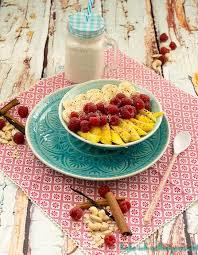 porridge mit frischen früchten und cashew milch vegan