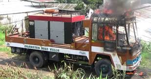 100 Burnt Truck Partially Burnt In Petrol Bomb Attack In City The Shillong