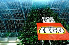 The Worlds Largest LEGO Christmas Tree Pops Up In London