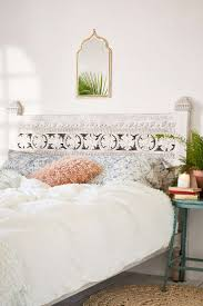 Headboard Designs For King Size Beds by 25 Best White Headboard Ideas On Pinterest Beautiful Bedrooms
