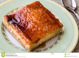balkan kuchen trilece mit karamellsoße und mit milch drei