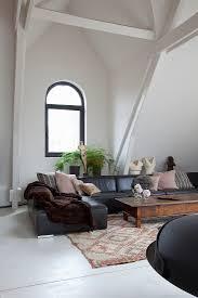 schwarzes ledersofa im wohnzimmer mit bild kaufen