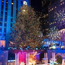 Rockefeller Christmas Tree Lighting 2018 by Rockefeller Christmas Tree Lighting Attracts Thousands Afro