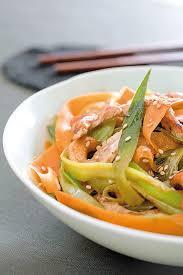 cuisiner les carottes wok de légumes d hiver poulet grillé et noix de cajou recette