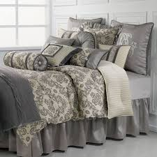 How Many Pillows to Put Luxury Bedding Sets Queen