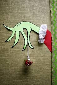 Kindergarten Christmas Door Decorating Ideas by Best 25 The Grinch Door Decorations For Ideas On Pinterest