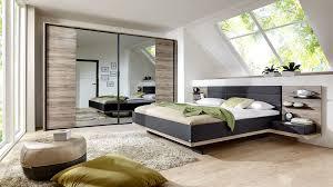 schlafzimmer mit doppelbettgestell und schwebetürenschrank sanremo eichefarbene mattschwarze kunststoffoberflächen basaltf
