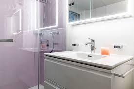 badezimmer mit farbigen wsp platten als rückwand forrerbau ag