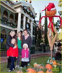 Garth And Kat Halloween by Jennie Garth U0026 Peter Facinelli Disneyland With The Family Photo