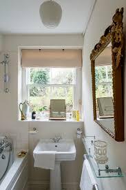 schmales badezimmer im edwardian stil bild kaufen