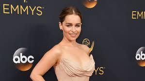 Carson Daly Halloween Linus by Star Wars U0027 Emilia Clarke Cast In Han Solo Standalone Movie