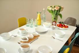 Zoella Dining Table Bunte Eames