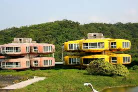 100 Apartments In Taiwan Sanzhi UFO Houses Wikipedia