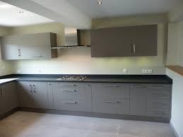 cuisine grise et plan de travail noir cuisine grise plan de travail noir 2 cuisine gris clair