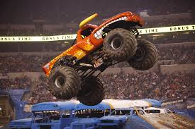99 Monster Trucks In Phoenix Jam Regresa Al Chase Field De Con Toda La Accin Y