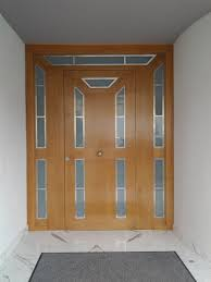 porte d entree en bois massif et verre le rove cote bleue 13