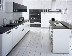 cuisine et blanche une cuisine qui se regarde en noir et blanc