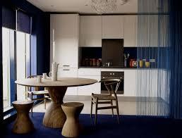 offene küche wohnzimmer abtrennen runder esstisch massivholz