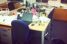 ses employés ne viennent plus au bureau ferme ses