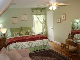 Middleburg Christmas Tree Farm by Hunt Box Antique Filled Cottage On Loweland Vrbo