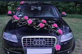 decoration voiture de mariés fushia roses roses et le coeur