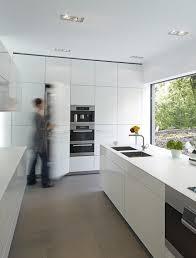 weiße küche mit sandsteinfliesen bild 29 schöner wohnen