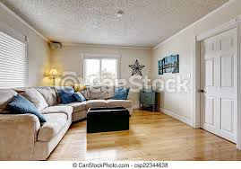 wohnzimmer mit beige sofa und blauen kissen wohnzimmer mit