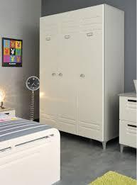 armoire chambre les rangements dans une chambre mobilier classique et
