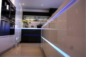 ideas for kitchen cabinet luminaires to light the kitchen interior