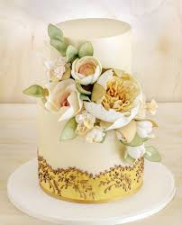 Photo Lucy Leonardi A White Wedding Cake Doesnt Have To Look Old Fashioned As This Faye