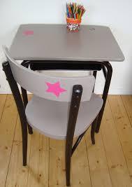 bureau ecolier bureau d écolier et sa chaise thonet photo de bureaux tables